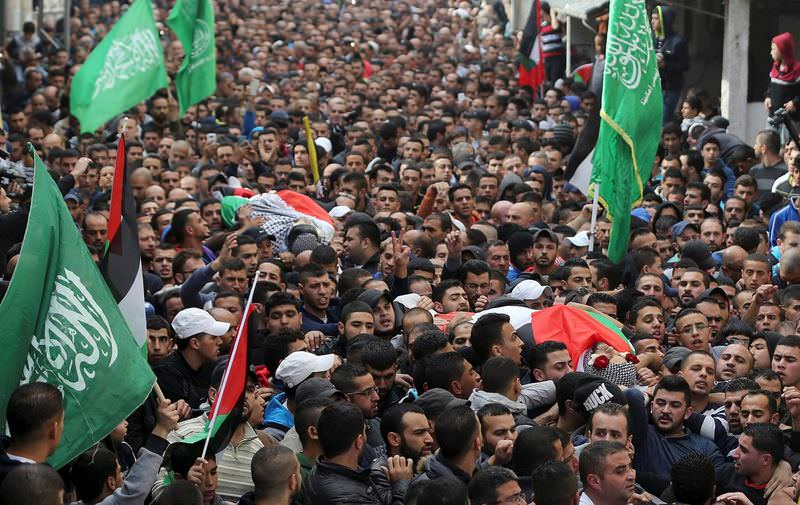 Mourners carry the bodies of Palestinian Ahmed Abu al-Aish and Laith Manasrah, who were killed by Israeli troops on Monday.