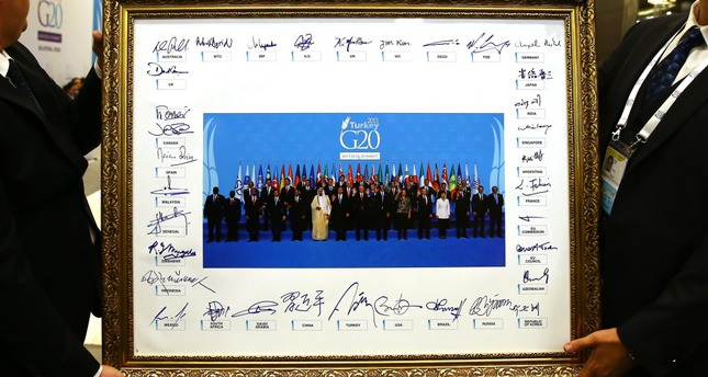 G20 leaders signed their family photo along with the final declaration of the summit held in Antalya.