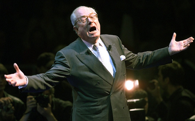 French extreme leader Jean-Marie Le Pen waves to supporters during a campaign rally in Marseille, southern France, May 2, 2002. (Reuters Photo)