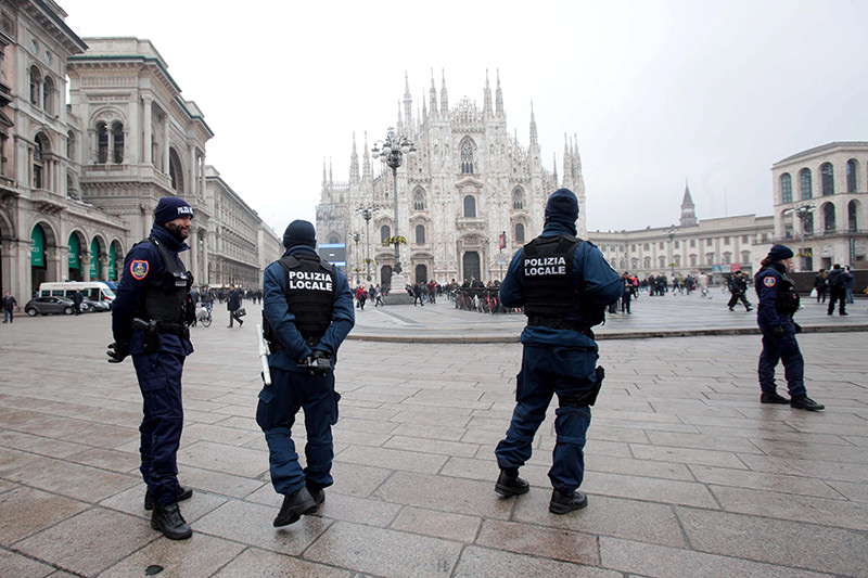 Local police officers patrol near the Duomo in Milan, Italy, 19 November 2015. Security has been beefed up in Milan following the 13 November Paris attacks and an FBI security alert (EPA Photo)