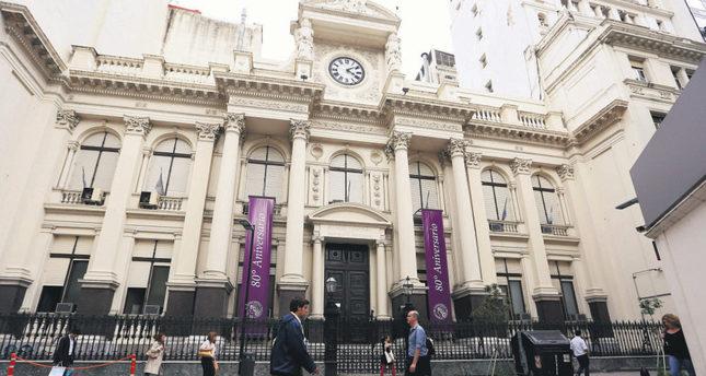 Police raid Argentina's central bank