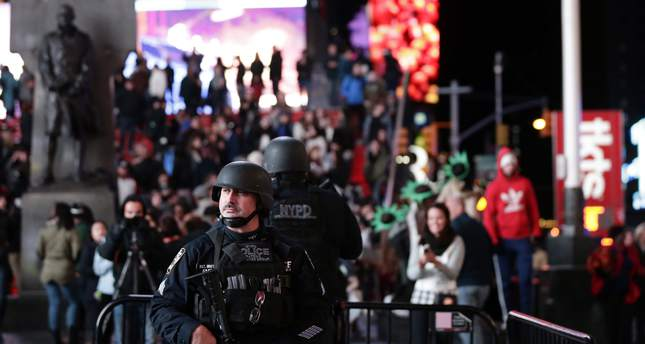 Members of the New York City Police Strategic Response Group are seen in New York's Times Square, USA, 13 November 2015. (EPA Photo)