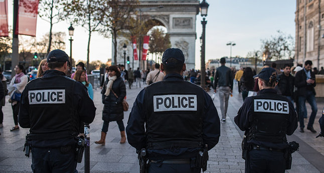 French police officers patrol on the Champs Elysees in Paris, Sunday, Nov. 15, 2015 (AP photo)