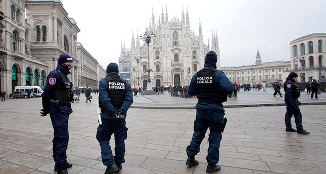 Local police officers patrol near the Duomo in Milan, Italy, 19 November 2015. Security has been beefed up in Milan following the 13 November Paris attacks and an FBI security alert EPA Photo