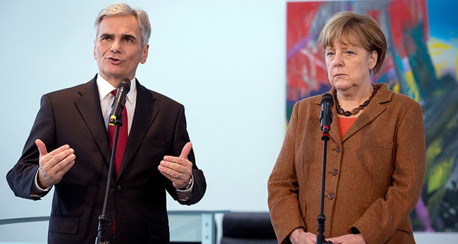 German Chancellor Angela Merkel (Right) and Austrian Chancellor Werner Faymann (L) speak to the press in the Federal Chancellery in Berlin, 19 November 2015 (EPA Photo)