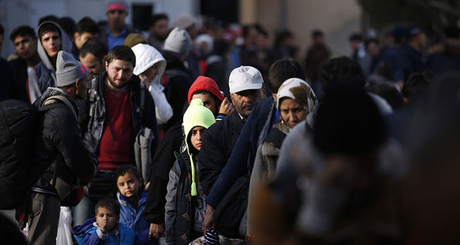 Migrants wait to register with the police at a refugee center in the southern Serbian town of Presevo, Monday, Nov. 16, 2015 (AP photo)