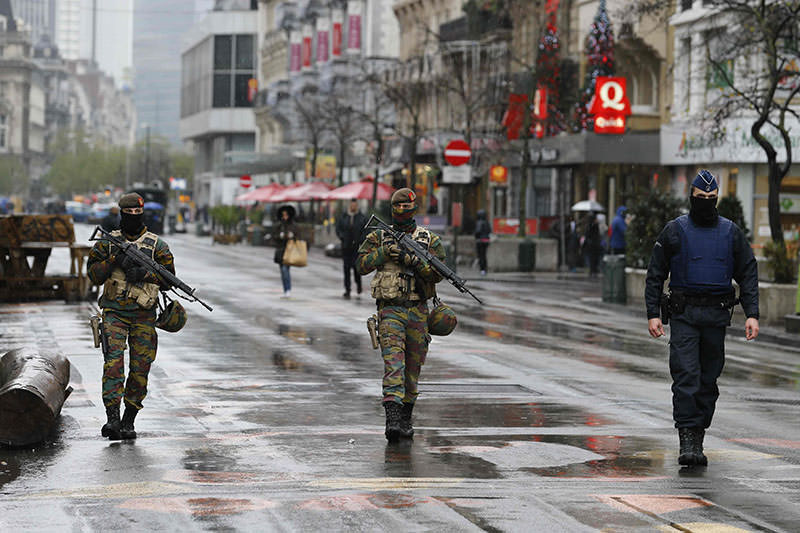 Belgian soldiers and a police officer patrol in central Brussels, November 21, 2015, after security was tightened in Belgium following the fatal attacks in Paris (Reuters)