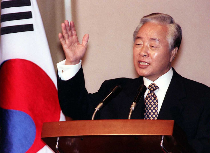 Former South Korean President Kim Young-Sam, who became the country's first civilian ruler for more than 30 years, died evernight on November 22, 2015. (AFP Photo)