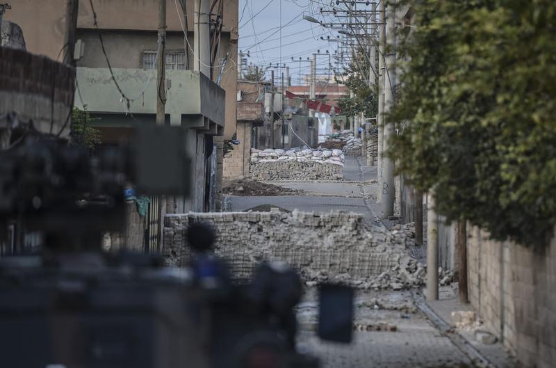 PKK terrorists opened fire on Turkish security forces in Mardin Nov. 20, 2015. (AA Photo)
