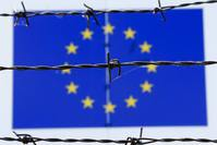 A barbed wire is seen in front of a European Union flag at an immigration reception centre in Bicske, Hungary June 25, 2015. (REUTERS Photo)