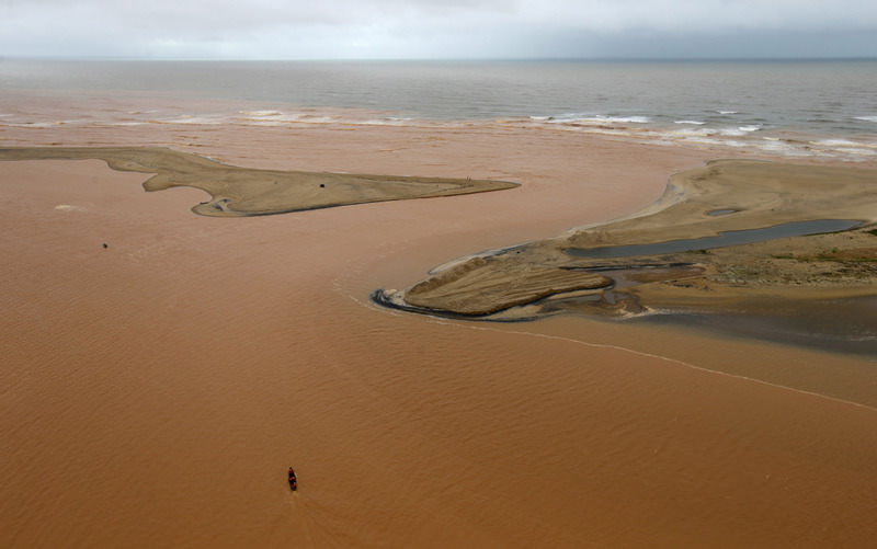 A boat is seen on the mouth of Rio Doce (Doce River), which was flooded with mud after a dam owned by Vale SA and BHP Billiton Ltd burst. (REUTERS Photo)