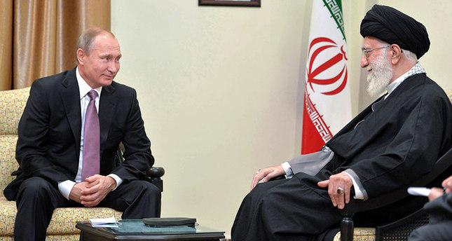 Russian President Putin (L), Iranian supreme leader Khamenei (R) meet in Tehran, Iran, 23 November 2015 (EPA photo).