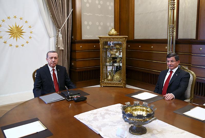 President Erdou011fan (L) receives PM Davutou011flu at the Presidential Palace in Ankara, Turkey, November 24, 2015 (Reuters photo)