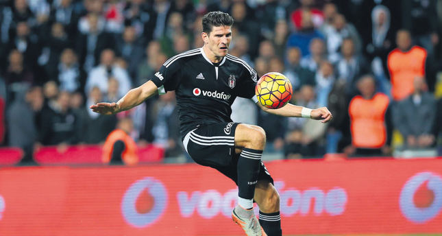 Gomez surpasses Ba as Eto'o carries Antalya