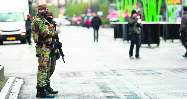 Brussels extends terror alert as US issues travel warning