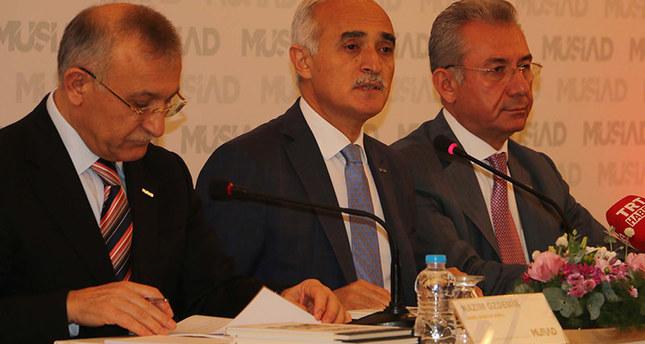 Nail Olpak, the chairman of MÜSIAD (in center)emDHA photo/em