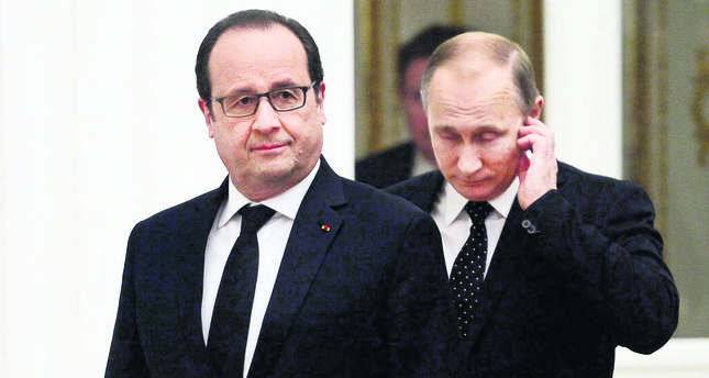 French President Francois Hollande (L) and Russian President Vladimir Putin (R) held a meeting over the fight against DAESH.