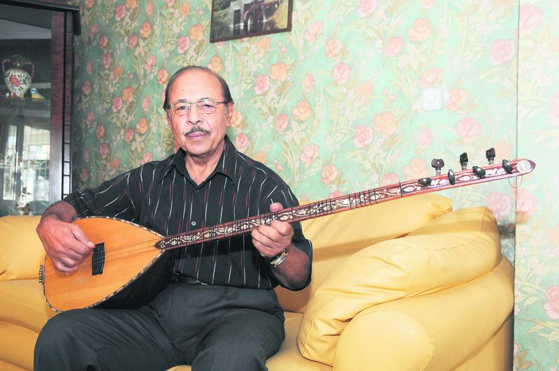 Neu015fet Ertau015f, died in 2012, was one of the pioneers of Abdal music.