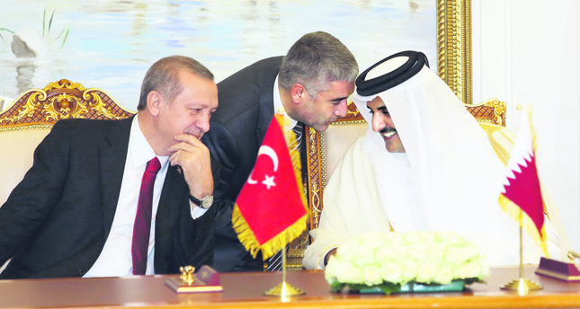 President Erdoğan L was welcomed to the country with an official ceremony by Sheikh Tamim bin Hamad bin Khalifa al-Thani R, the eighth and current Emir of the state.
