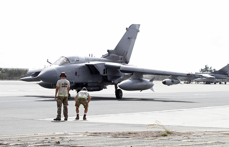 A British tornado jet prepares for takeoff at RAF Akrotiri in Cyprus September 27, 2014. (Reuters Photo)