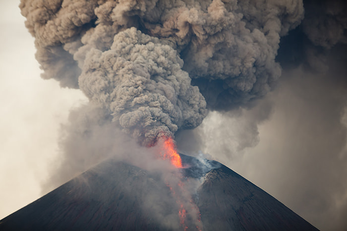 The Momotombo volcano spews a plume of gas and ash as well as glowing rock, as seen from the rural community of Papalonal, in Leon, Nicaragua, Wednesday, Dec, 2, 2015 (AP Photo)
