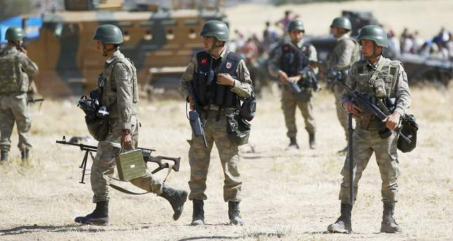Turkish soldiers stand guard near Mürşitpınar border gate in Suruç, southeastern Şanlıurfa province (Reuters Photo)