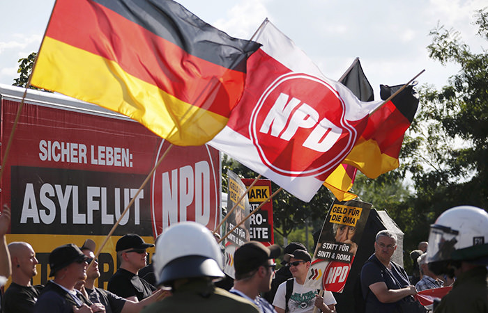 Far-right National Democratic Party (NPD) supporters protesting against a refugee asylum in the Hellersdorf district of Berlin, August 24, 2013 (Reuters Photo)