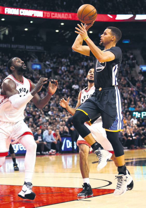 Reigning NBA MVP Stephen Curry scored 15 of his game-high 44 points in the fourth quarter for the Warriors, who are off to a 21-0 start to the season, including 11-0 on the road.