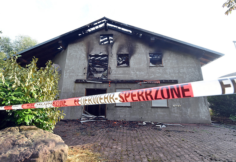 Exterior view on a planned refugees home that burnt down in Remchingen, Germany, 18 July 2015 (EPA photo)