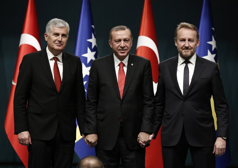 President Erdou011fan, (C), Chairman of Bosnian tripartite Presidency Covic, (L), and member of Bosnian tripartite Presidency Izetbegovic pose for photographers in Ankara, Turkey, Thursday, Dec. 10, 2015. (AA Photo)