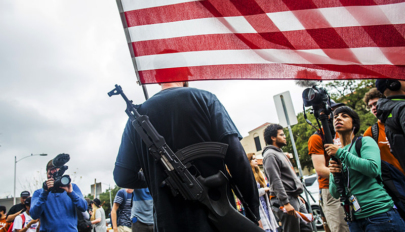 Gun activists march close to The University of Texas campus December 12, 2015 in Austin, Texas (AFP Photo)