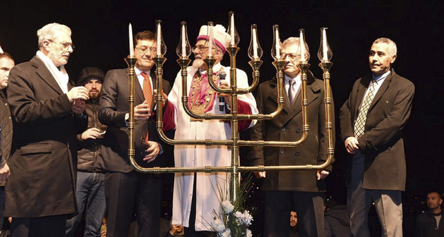 Chief Rabbi Izak Haleva (C) and Beşiktaş Mayor Murat Hazinedar (2-L) (Photo by Murat Hazinedar)