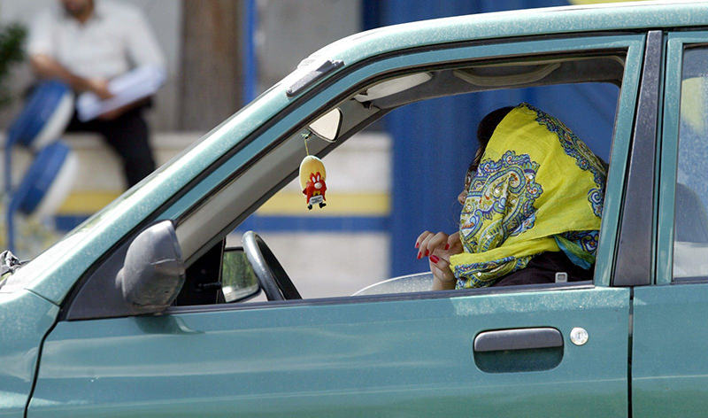 A file picture taken on April 22, 2007 shows an Iranian woman driving her car in the capital Tehran (AFP Photo)