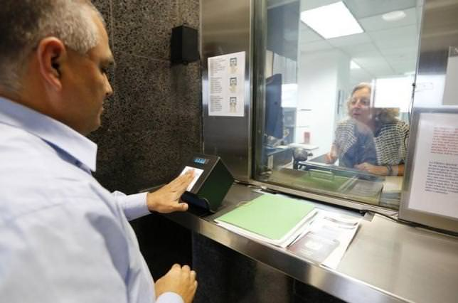 A man has his fingerprints electronically taken while taking part in visa application demonstration at consular section of US embassy in Lima Oct 3, 2014 (Reuters)