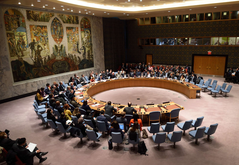 The United Nations Security Council votes during a UN Security Council meeting on the Human Rights situation Dec 10, 2015. (AFP Photo)