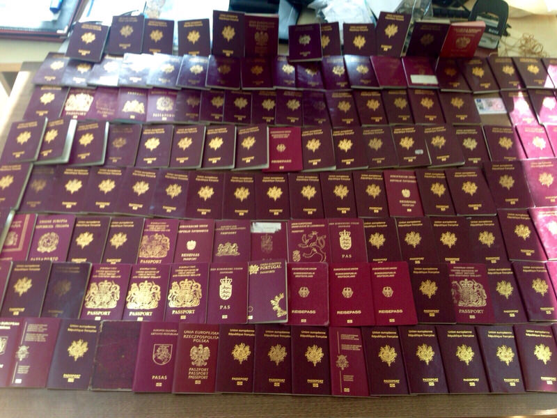 148 European passports and many sim cards were found on Daesh suspects in Istanbul, Dec 17, 2015. (AA Photo)