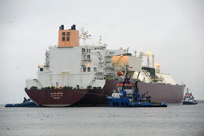 LPG Tanker vessel 'Al Nuaman' with Qatari LNG enters the LNG Terminal Port in Swinoujscie, Poland, 11 Dec 2015 (EPA)