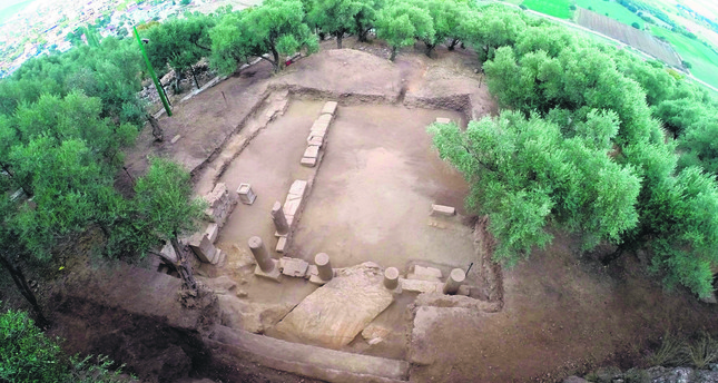 Temple dedicated to Zeus unearted in Izmir