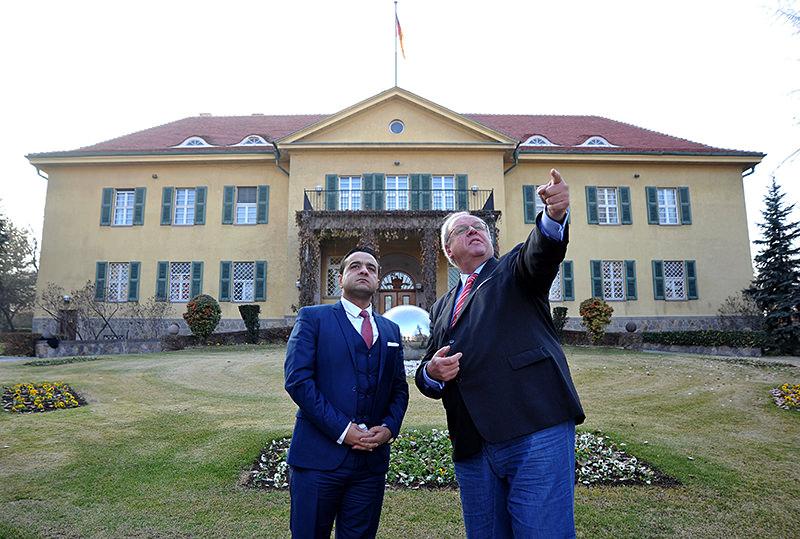 Daily Sabah Ankara representative Ali Ünal (L) spoke with Germany's Ankara Ambassador Erdmann (R).