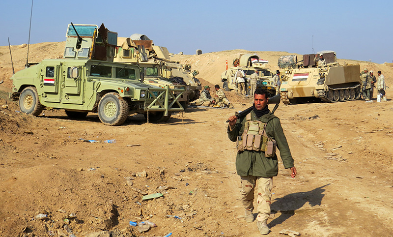 Iraqi pro-government tribal forces hold a position in the Tel Mushaihed area, east of Ramadi, a large city on the Euphrates 100 kilometres (60 miles) west of Baghdad (AFP Photo)