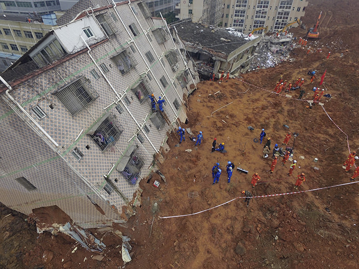 Rescue workers search for survivors in the aftermath of a landslide in Shenzhen in southern China's Guangdong province Monday, Dec. 21, 2015 (AP Photo)