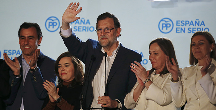 Spain's Prime Minister and People's Party (PP) candidate Mariano Rajoy (Center) (Reuters Photo)