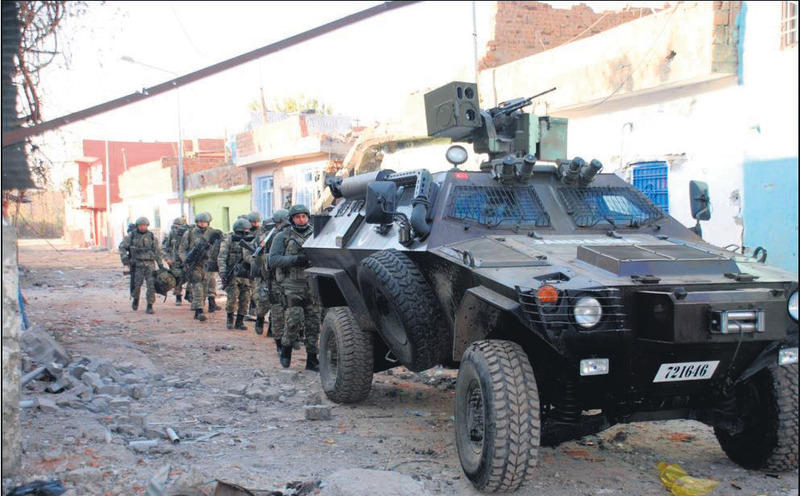Security forces during an operation in the Sur district of Diyarbaku0131r province.