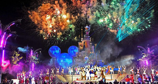 Fireworks at the premiere of a new show (Mickey's Magical Party) at the Disneyland Resort Paris, France, 28 March 2009. (EPA Photo)