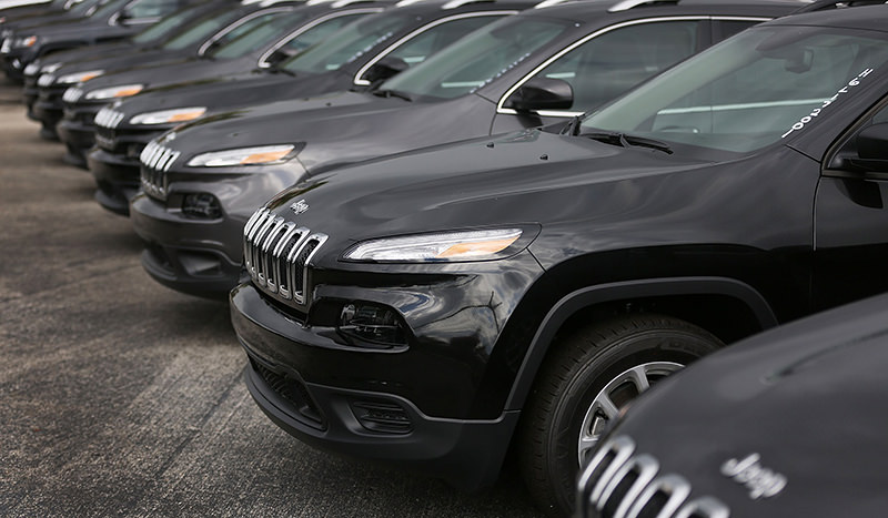 Jeep Cherokee's are seen on the lot at the Hollywood Chrysler Jeep dealership on December 1, 2015 in Hollywood, Florida.(AFP Photo)