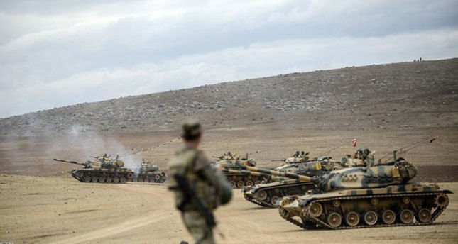 The file photo captured on September 29, 2014, shows Turkish army tanks take position near the Syrian border in Suruç (AFP photo)