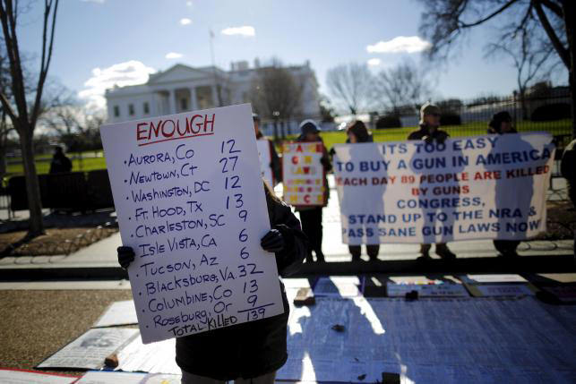 Gun control activists rally in front of the White House in Washington, January 4, 2016. (REUTERS Photo)
