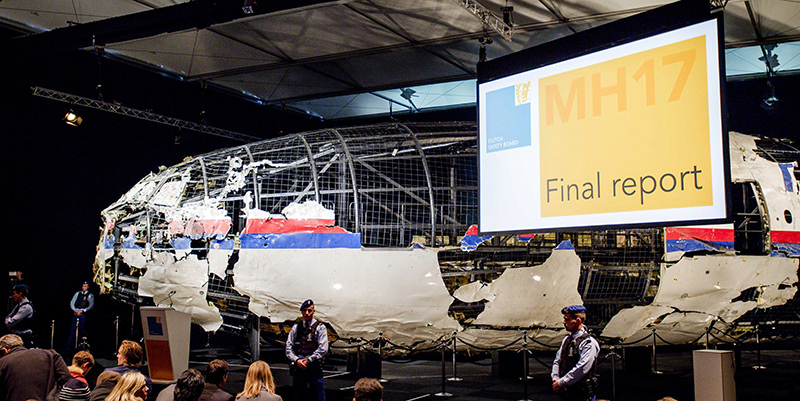 The rebuilt fuselage of Malaysia Airlines flight MH17 during a press conference to present the report findings of the Dutch Safety Board in Gilze Rijen, The Netherlands, 13 October 2015 (EPA Photo)