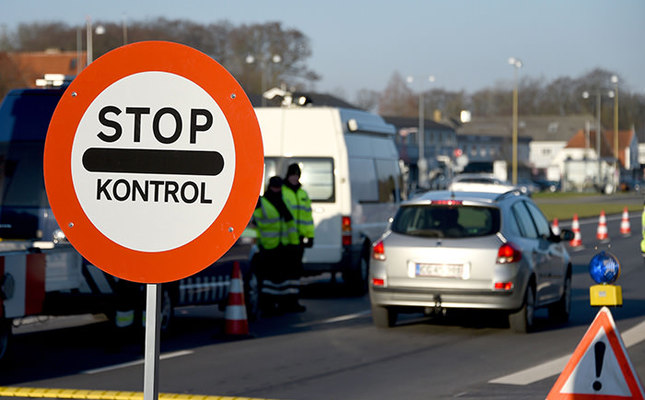 Danish police have set up a border control point on January 5, 2016 at the border town of Krusa bei Flensburg (AFP Photo)