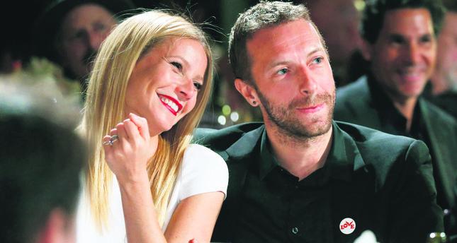Gwyneth Paltrow (L) and Chris Martin